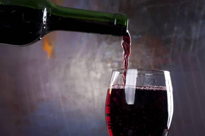 Cientistas descobrem que o tanino do vinho combate Covid-19. Entenda O Portugues